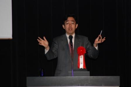 講演中の川島隆太教授